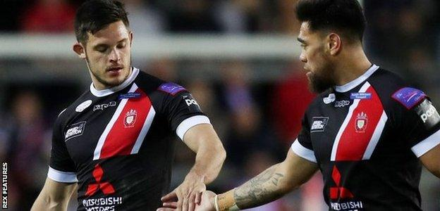 Salford's Niall Evalds (left) has now scored nine tries in his last six visits to St Helens - but always ended up on the losing side